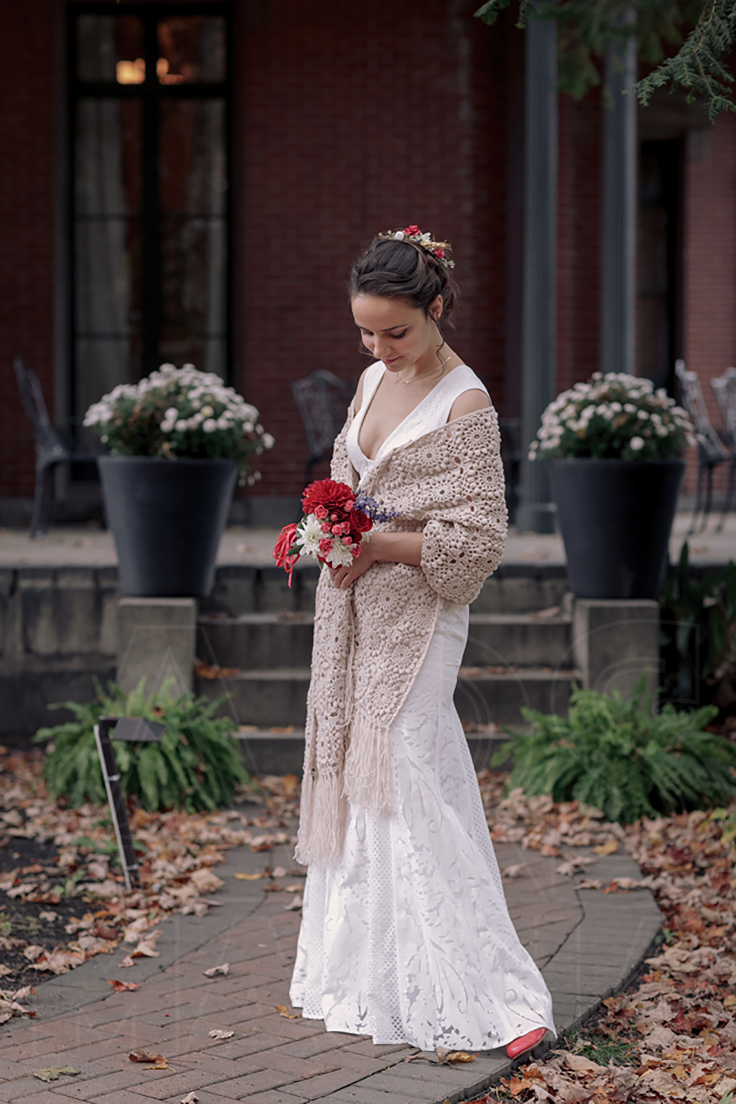 commanders mansion indie bridal portrait crochet shawl