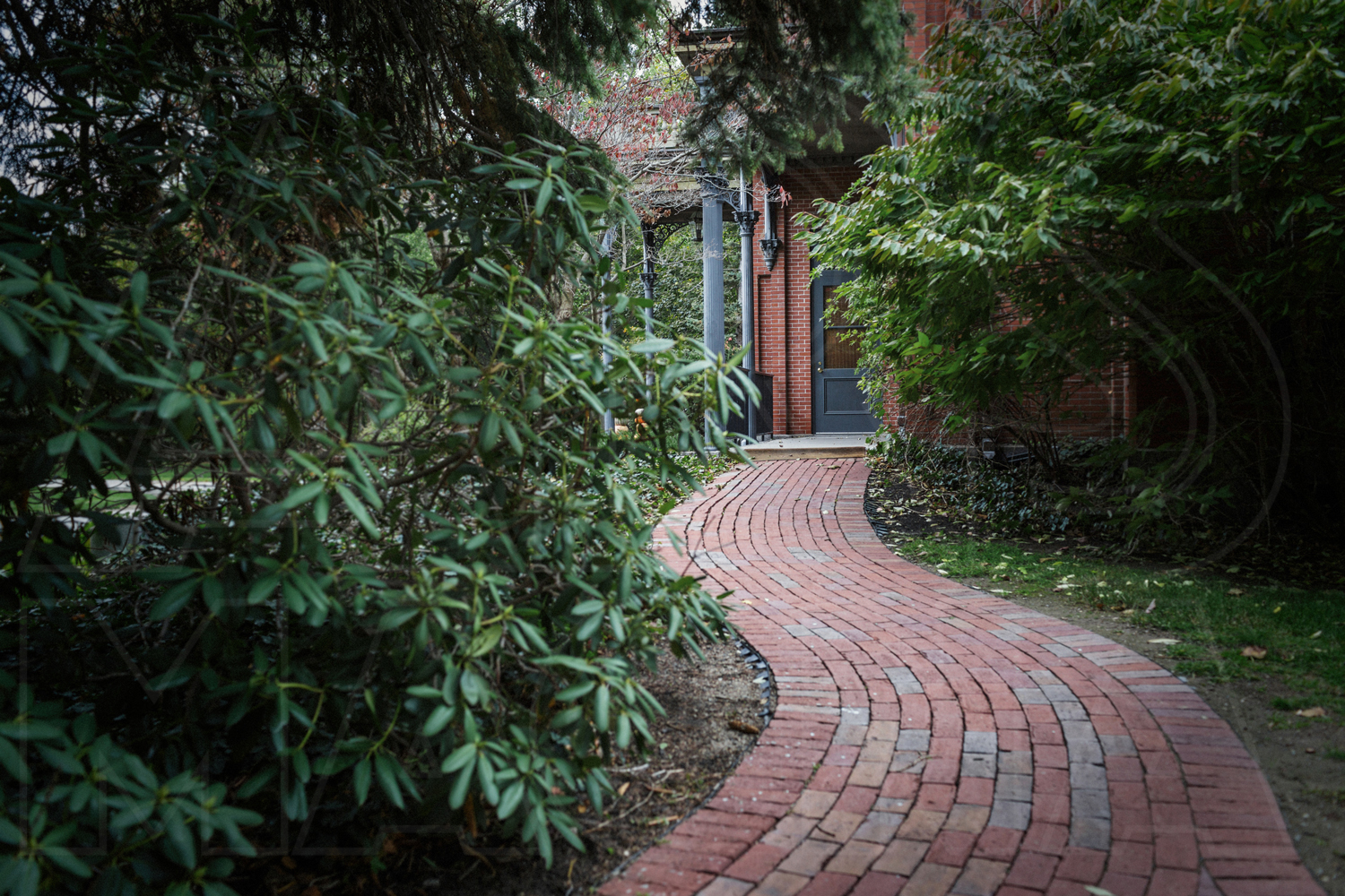 commanders mansion watertown wedding photos brick walkway