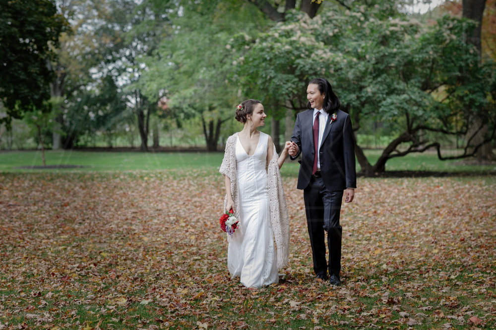 commanders mansion wedding photographer fall leaves