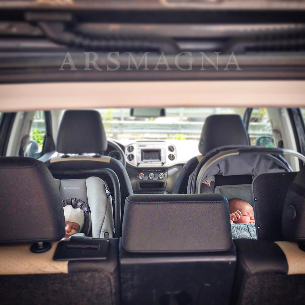 documentary family photography newborns in car