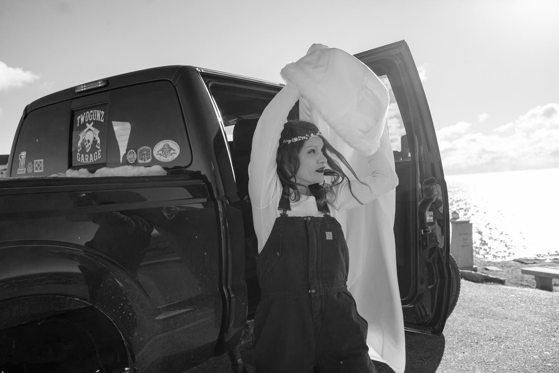 bride in overalls maine-beach-elopement-photographer -indie-bride-001