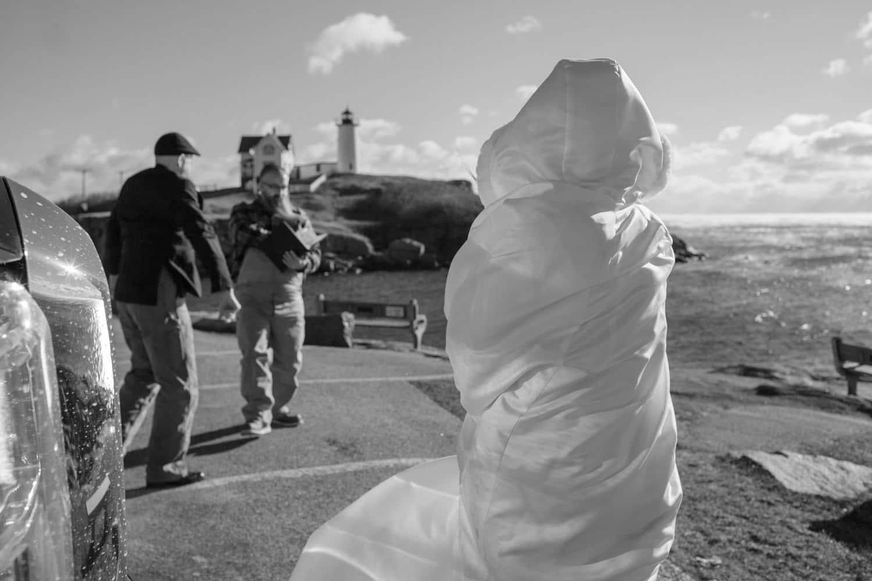windy beach wedding november york maine-beach-elopement-photographer -indie-bride-001